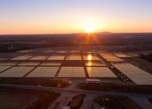 Солнечные батареи и топливные элементы снабжают ЦОД Apple