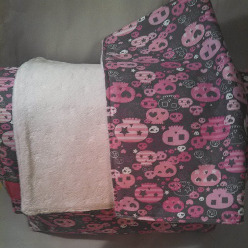 Matching changing pad to fit in the back pocket.