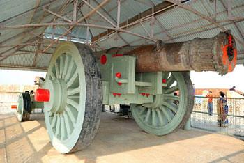 Jai Garh Fort - Jaiwan Cannon