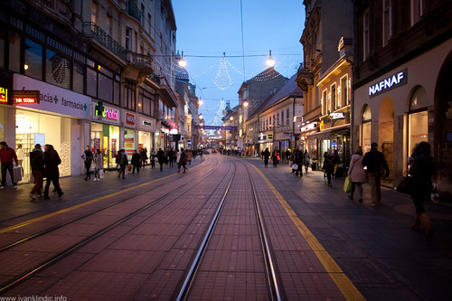 christmas street blue decorations sunset shop canon photo empty center zagreb hour shops f4 1740 ilica 40d