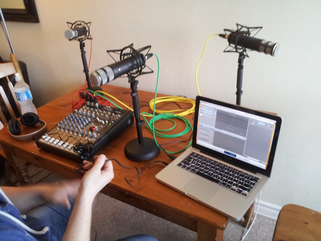 Many thanks to @stoakleyaudio for helping me set up my new podcast studio