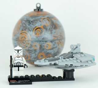 75007 Republic Attack Ship and Coruscant