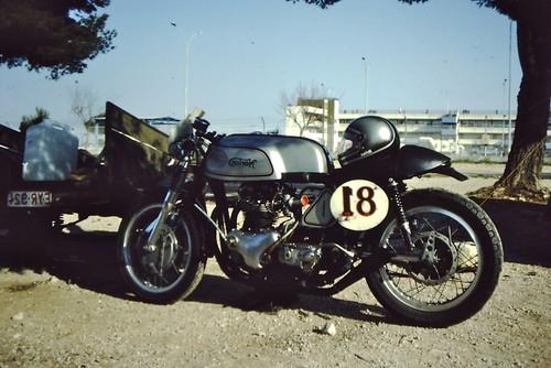 Norton twin racer Castellet 84 by motosanglaises