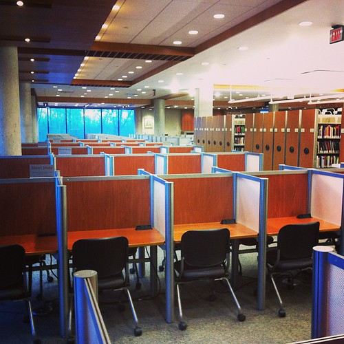 Not a creature was stirring...not even a mouse. This is how I like my mornings... #utm#mississauga#universityoftoronto#library