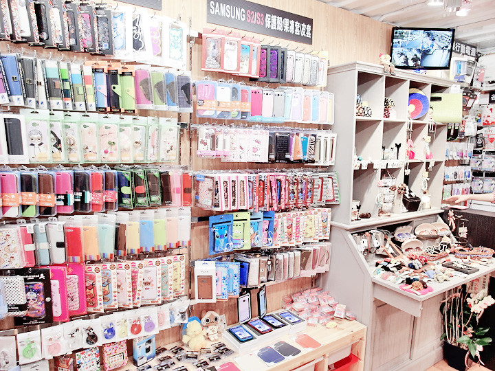 handphone shop at Zhongxiao Dunhua (忠孝敦化)