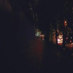 ปัญหากรุงเทพ ใต้สถานีบีทีเอสช่องนนทรี กลางเมืองกรุงเทพฯ มืดมาก ไม่มีไฟติด