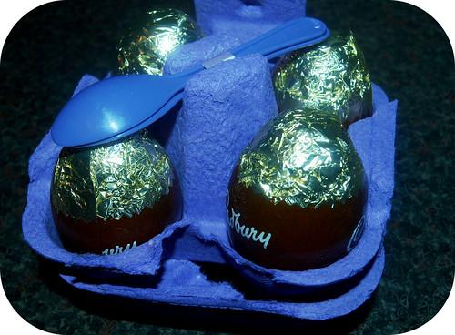 Cadburys Vanilla Egg n Spoon