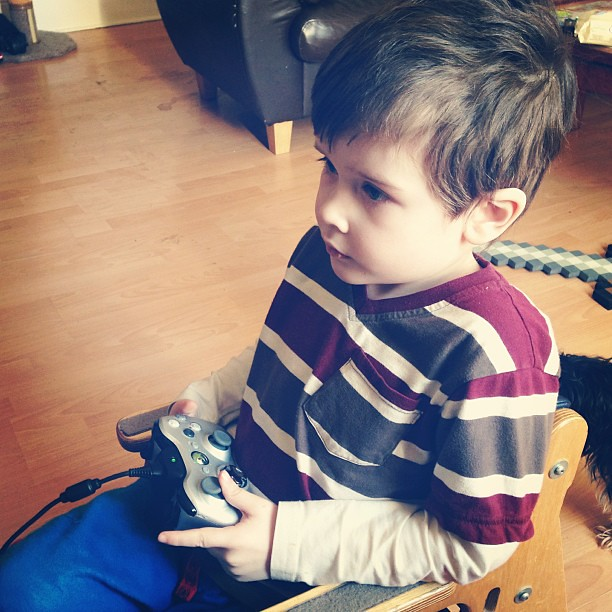 He actually knows what he's doing on the Xbox now- #soproud #gaming #xbox #minigamer