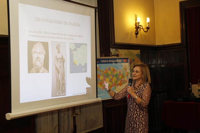 Carmen Uriarte ante el Grupo Vasco del Club de Roma