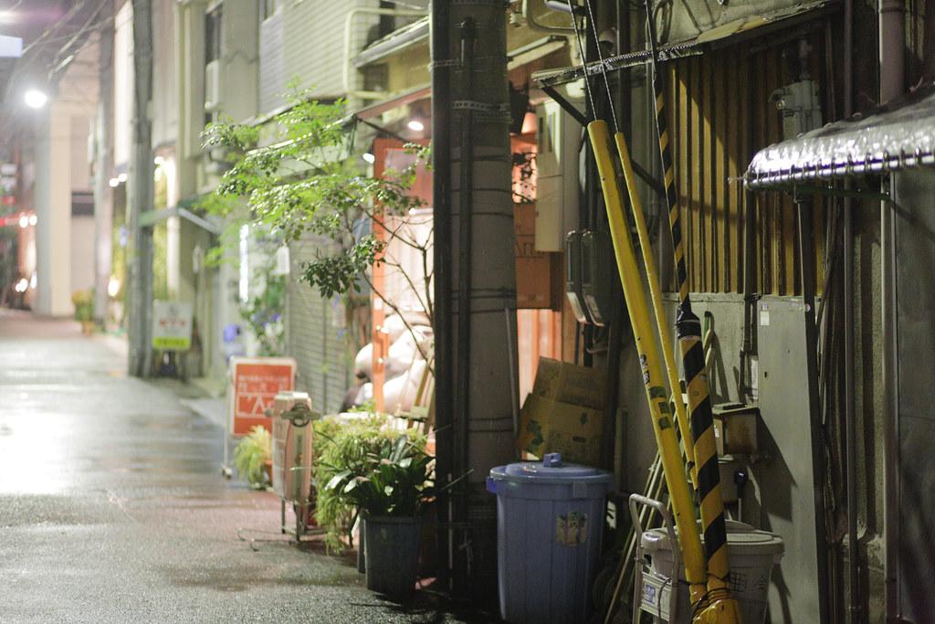 Sannomiyacho 3 Chome, Kobe-shi, Chuo-ku, Hyogo Prefecture, Japan, 0.013 sec (1/80), f/2.0, 85 mm, EF85mm f/1.8 USM