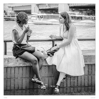 Girls meeting at the Thames