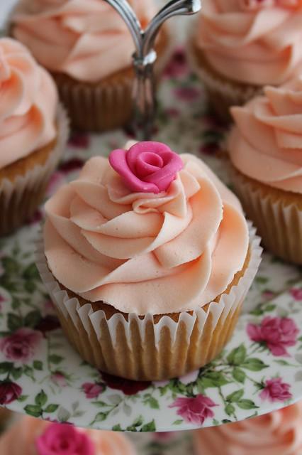 Mini Fondant Rose Cupcakes