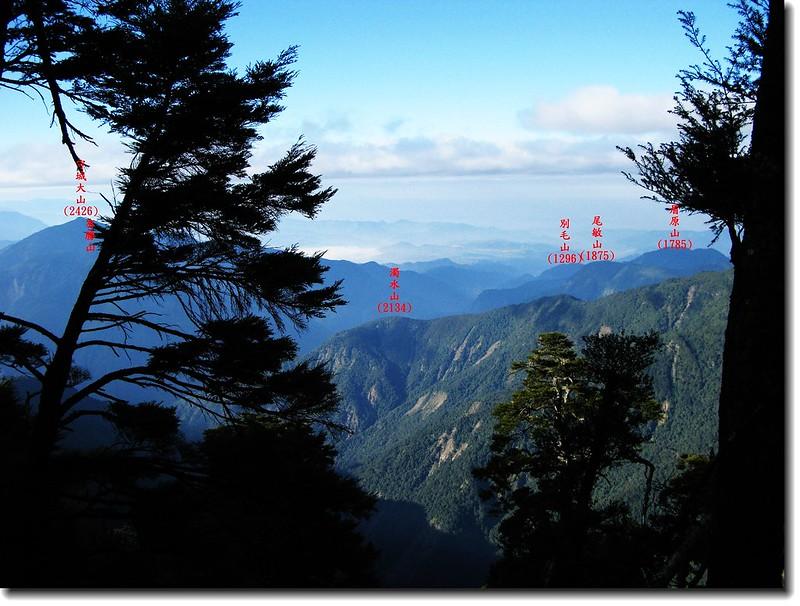 白姑南山登頂前西眺