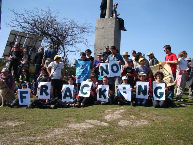 16-enero-2013-22-49-00-protesta-de-la-plataforma-fractura-hidraulica-no-de-cantabria_detalle_media