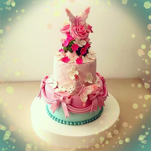 Yine bir Engagement cake... Tebrikler... #engagement #engagementcakes #butterflycakes #butterfly #mint #pink #sugarflowers #burcinbirdane