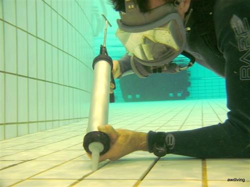 voeg werk in zwembad door duikbedrijf aw diving