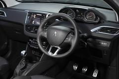 automobile(1.0), peugeot(1.0), peugeot 308(1.0), vehicle(1.0), land vehicle(1.0),