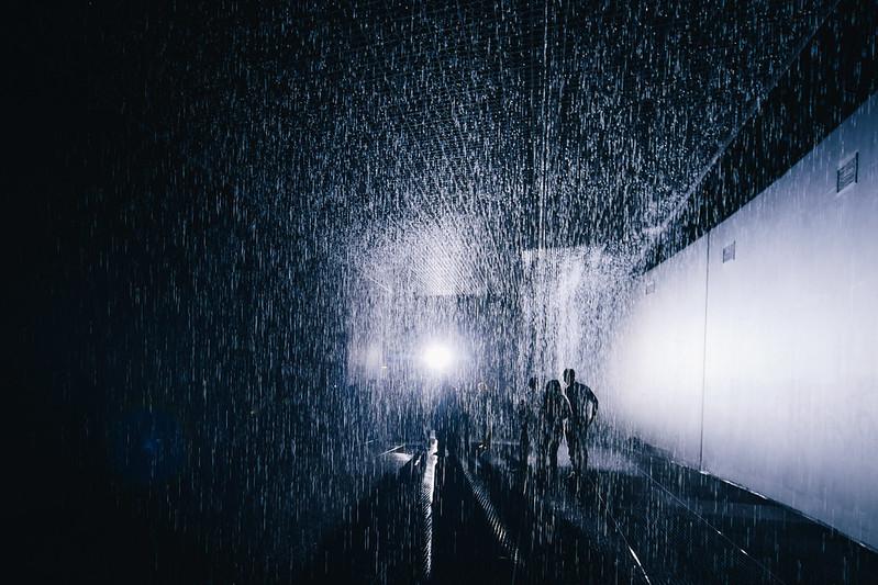 雨の部屋。