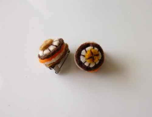 Brown Round Mini Brooches