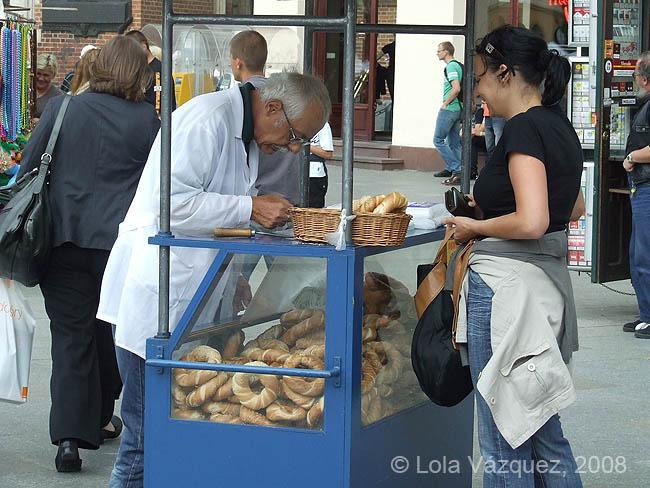 Vendedor de rosquillas. © Lola Vázquez, 2008