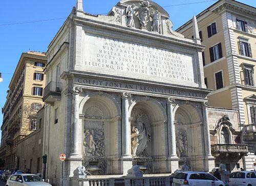 fontaine près de l'église sainte marie de la victoire.jpg