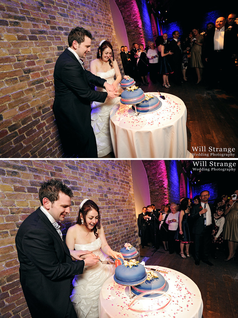 Bride and groom cutting their cake in Vinopolis