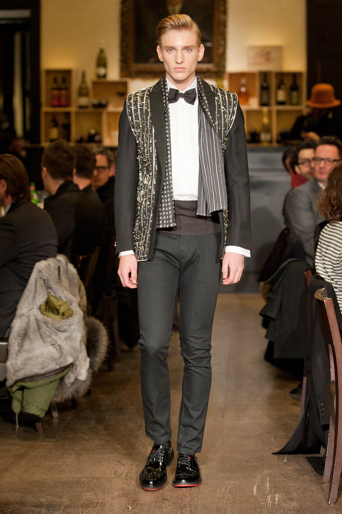 Jeroen Smits3005_FW13 Milan Moschino(fashionising.com)