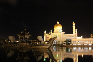 Visit the biggest mosque in the city - Things to do in Bandar Seri Begawan