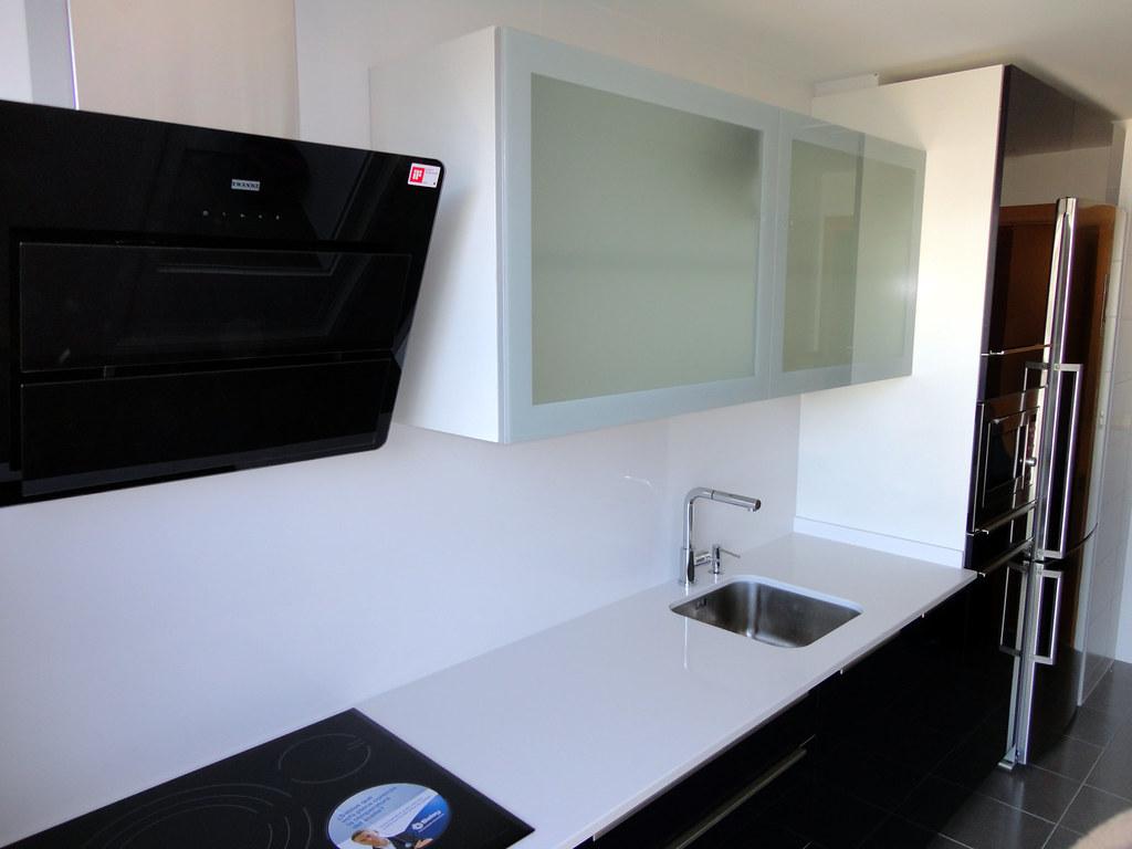 Muebles de cocina en cristal de dise o for Amortiguador armario cocina