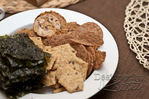 Crackers and Seaweed Sheets