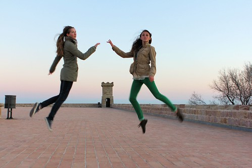 Girls levitating_1788
