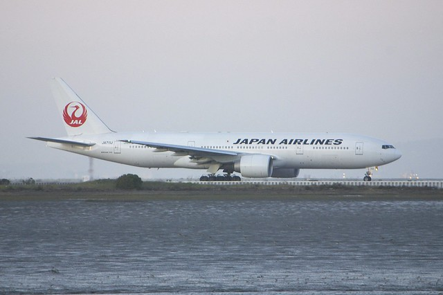 Boeing 777-200 Japan Airlines JA711J taxiing at SFO