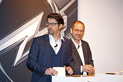 Andreas Schindlmeier, Projektleiter Antriebsstrang-Integration bei Opel (links), Jean-Philippe Kempf, europäische Produktkommunikation