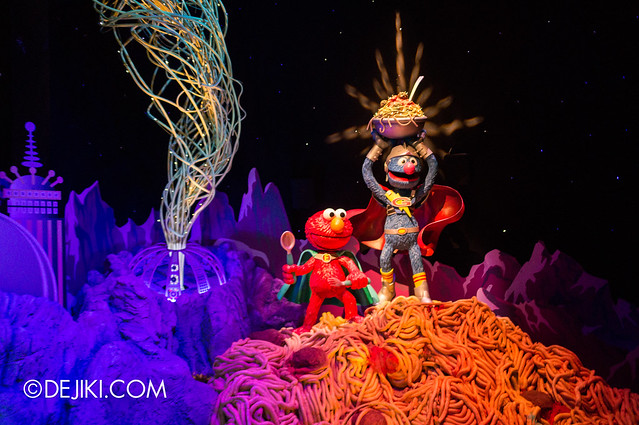 [On-Ride Photo] Spaghetti Space Chase - Super Grover and Super Elmo