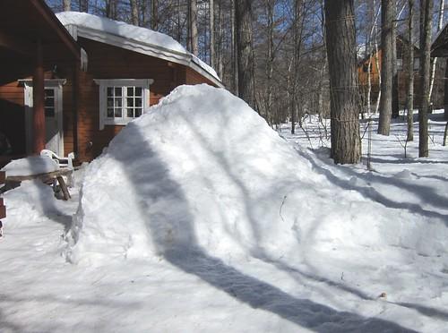 庭の雪山 2013年3月4日 13:16 by Poran111