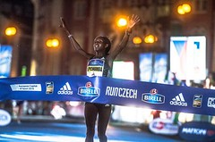 Praze utekl světový rekord o tři vteřiny! Keňanka se zapsala do historie
