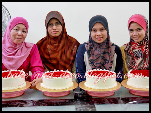 Bake & Deco Class: Red Velvet Cake (Fully Hands On) ~ 4 July 2012
