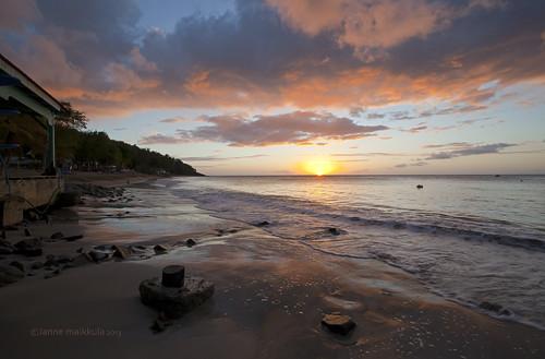 sunset sea people sun beach water clouds forest landscape peoples meri maisema vesi luontokuva metsä guadeloupe luonto ranta pilvet auringonlasku aurinko maisemakuva rakennus ihmisiä ihminen caribbeanislands carribbeansea karibianmeri ikithule karibiansaaret