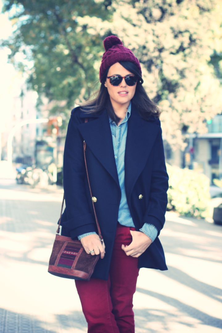 Look burgundy pants and blue coat - Monicositas