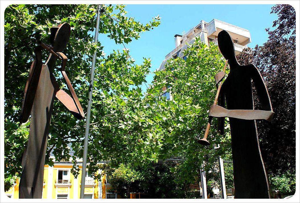 santiago sculpture flute players