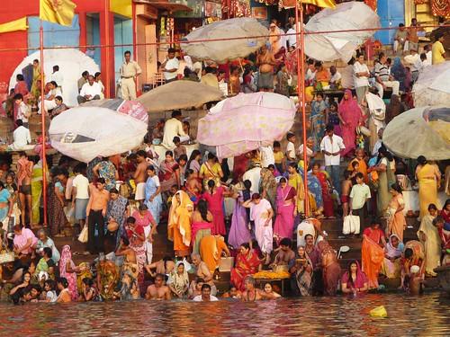 Foto de los baños purificadores en el Ganges (Benarés, India)
