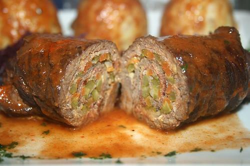 67 - Pferde-Roulade mit Rotkohl & Semmelnödel / Horse roulade with red cabbage & dumplings - Querschnitt