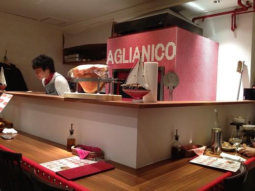 お店の中心にはピザを焼く石釜が!@アリアニコ