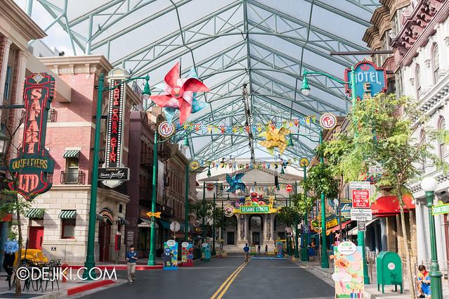 Sesame Street Character Breakfast at Universal Studios Singapore - New York decorations