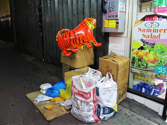 tiger balloon at telephone booth, session road, baguio