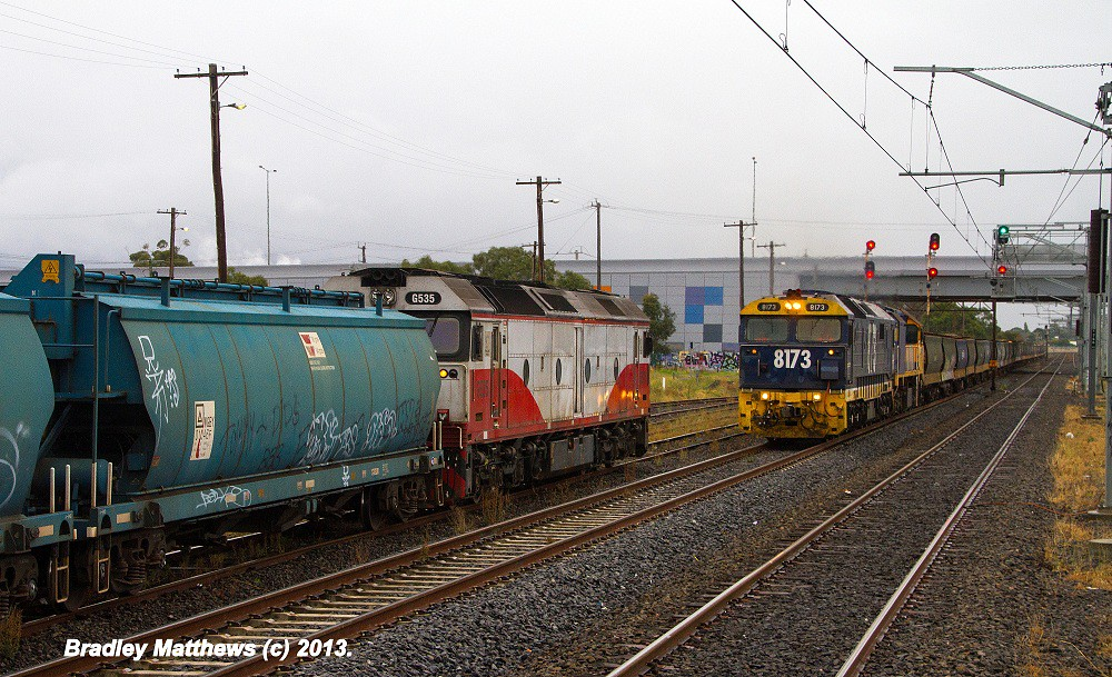 ELZ G535 on 7CM7 SG grain to Melbourne crossover with 8173-XR555 on 7MC6 SG grain to The Rocks at Somerton Loop (16/3/2013) by Bradley Matthews