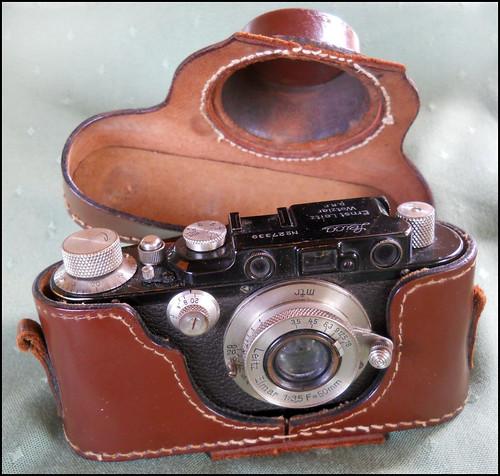 Leica III, número 27339 con una óptica Elmar de 50 mmm, circa 1930. by Octavi Centelles