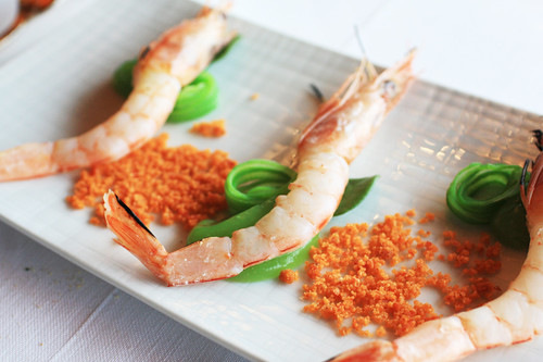 "Course 1: Prawns and French Beans cooked in ""Orujo"" Flame"