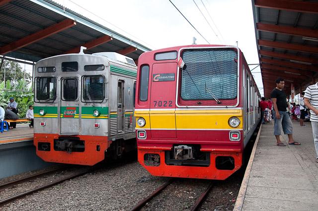 Tokyu dan Metro di Stasiun Depok