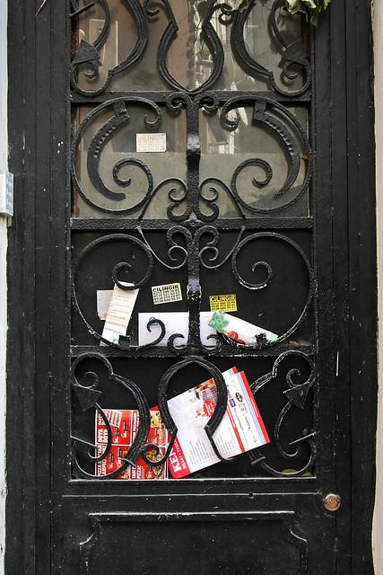 Door in Istanbul, Turkey イスタンブール新市街、ある建物のドア